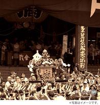 三社祭, 浅草寺本堂前, 神輿をさす, 差し上げる
