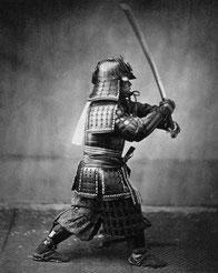Samurai in voller Rüstung