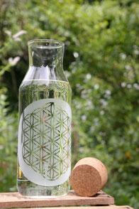 baum-des-lebens blume-des-lebens lebens-baum glas-flasche trink-flasche  wasser-filter soulbottle freiglas kanne krug karaffe kork korg garten wasser-steine