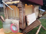 Bienenhaus mit Honighahn / Zapfhahn