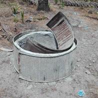Grabungsarbeiten Brunnenbau, Form für Zementrohre