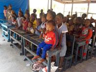 Schulkinder in der DYARAMA SCHULE Taayaki
