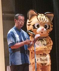 川満町長が「イリオモテヤマネコの日」制定を宣言した。
