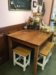 あおたま別館内 テーブル&椅子