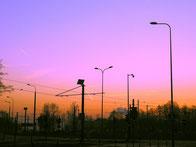 Die kommunizierenden Fahrzeuge benötigen eine entsprechende Solar Infrastruktur in Städten und Gemeinden die standortunabhängig mit Solarstrom versorgt werden kann.