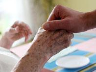 Das Urteil hat bundesweit Auswirkungen auf Städte und Gemeinden. Denn sie müssen oft über die Sozialhilfe für die Pflegekosten alter Menschen aufkommen, wenn deren Rente dafür nicht reicht. Foto: Oliver Berg