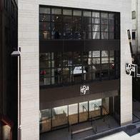 ※伊東屋さんの銀座本店。右側の看板上部にある「万年筆」は、銀座のランドマークとなっています。