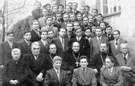 o. Kochan jako seminarzysta siedzi w pierwszym rzędzie w środku