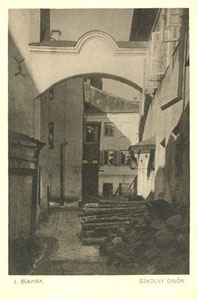 Vilnius. Mokyklos kiemas. Nuotr. Jano Bulhako. Serija I, No 1. Leid. V. Makovskis / School courtyard. Photo J. Bulhak. Publisher V. Makovskis