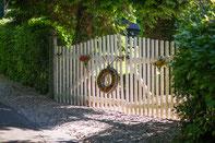 Eingang zum Garten am Alten Forstamt im Teutoburger Wald