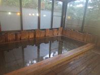 早速、宿ご自慢の檜風呂で汗を流します(≧▽≦)檜の香りに癒されました!洗い場のすのこや桶も檜です!贅沢なお風呂で大満足!