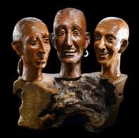 Sculpture argile patinée et bois - Visages expressifs