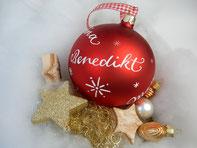 XL Weihnachtskugel mit Namen handbeschriftet, Sterne-all-over-Design, rot matt
