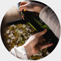 foodiesfeed.com_pouring-olive-oil