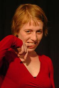 Maren. Ein kreatives Energiebündel. War um 2005 einige Zeit dabei. Lebt immer noch in Aachen und hat eine Tochter.