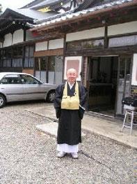 三橋成文さん、近くの寺の住職。天徳寺の役員。元外資系エリート銀行員で海外生活ながく英語も堪能。