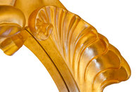 Acabado dorado con pan de oro y cristal biselado