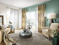 Fensterdekoration, Vorhänge, Gardinen: Zuhause sucht man heutzutage mehr denn je nach Gemütlichkeit. Fensterdekorationen verhelfen dazu, dass sie sich rundum wohlfühlen. Außergewöhnliche Farbe und Stoffe setzen individuelle Akzente.