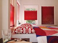 Sonnenschutz ist viel mehr als eine Markise oder ein Plissee-Vorhang. Sonnenschutz gestaltet Licht und Raum und schafft damit Atmosphäre und Leben.