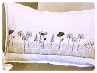 Leinenkissen bedruckt mit Motiven aus der Stilbruch-Kombination kombiniert mit Motiven der Gräserwiese (danke an Frau Z. für die tolle Idee!)