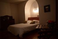 La chambre Pivoine avec un grand lit (160 x 200)