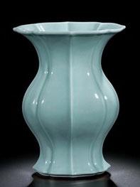Haitang zun; 'Begonia-shaped' vase (Qing dynasty)