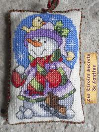petit coussin-sachet de lavande: bonhome de neige à suspendre au sapin, sur la poignée d'une porte