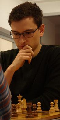 Enrico Berner holt gegen einen starken Gegner ein Remis (Foto: A. Obdenbusch)
