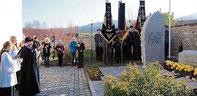 Am Kriegerdenkmal gedachten die Aster der Opfer von Krieg, Terror und Gewalt.