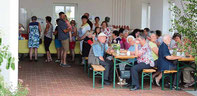 Hollerküchel und Hollerlimo schmeckte den vielen Gästen köstlich.