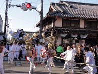 「手桶踊り」を披露する町衆