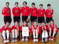 第69回県民体育大会バレーボール競技(女子の部)で優勝した伊万里市チーム