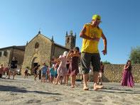 Con los niños en el festival. © Raúl Santiago Goñi.