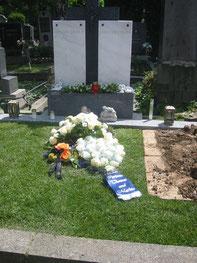 Grab der Stillgeborenen ist ein Doppelgrab am Penzinger Friedhof