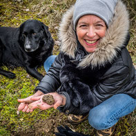 Black truffle hunting in Pergord