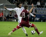 Ο Φάνης Γκέκας πέτυχε και τα δύο γκολ, στο 10ο και το 49ο λεπτό για την Ελλάδα, που βρίσκεται μόνη στην κορυφή του 2ου ομίλου με 6 βαθμούς.
