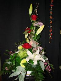 Centro de flores variadas grande.