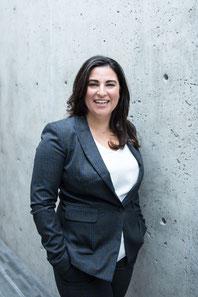 Portrait photo de Yasmina E. Jimenez femme d'affaires fondatrice de My Workshop à Montréal par Marie Deschene