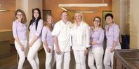 Das Team der Zahnarztpraxis Dr. Suraschek in Neusäß stellt sich Ihnen vor. (© Polina Katritch - Fotolia.com)