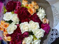ギフト・花・お祝い・記念日 バラとシャクヤクを使った花束