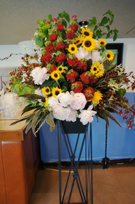 ギフト・花・開店・個展・イベント開催祝 明るく元気な色を使って華やかなスタンド花