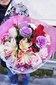 フラワーギフト・花・お祝い・花束 アマリリスとバラを使ったボリュームある花束