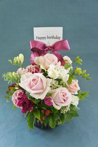 フラワーギフト・花・お祝い・誕生日 ピンクのバラでふんわりと優しい雰囲気のアレンジ