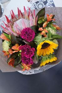 フラワーギフト・花・送別・退職・お祝い キングプロティアを使って南国風花束