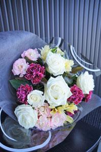 ギフト・花・お祝い・記念日 白バラを使った花束