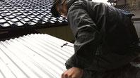 屋根を張り