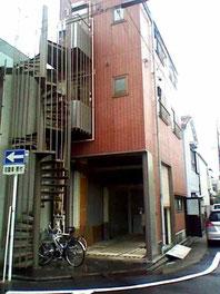 3階建ての1階が倉庫