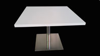Mesa con pie de acero inox con madera blanca