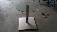 Mesa con pie de acero inox con cristal