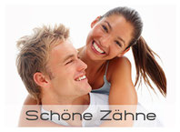 Schöne weisse Zähne mit Bleaching (Zahnaufhellung), Veneers und Keramik vom Zahnarzt Dr. Ralf Sporner, München-Zentrum. (© Yuri Arcurs - Fotolia.com)